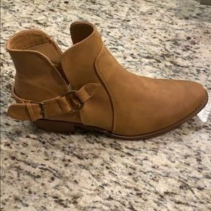 NWT Camel Booties